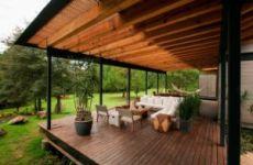 Терраса в загородном доме – уют и красота